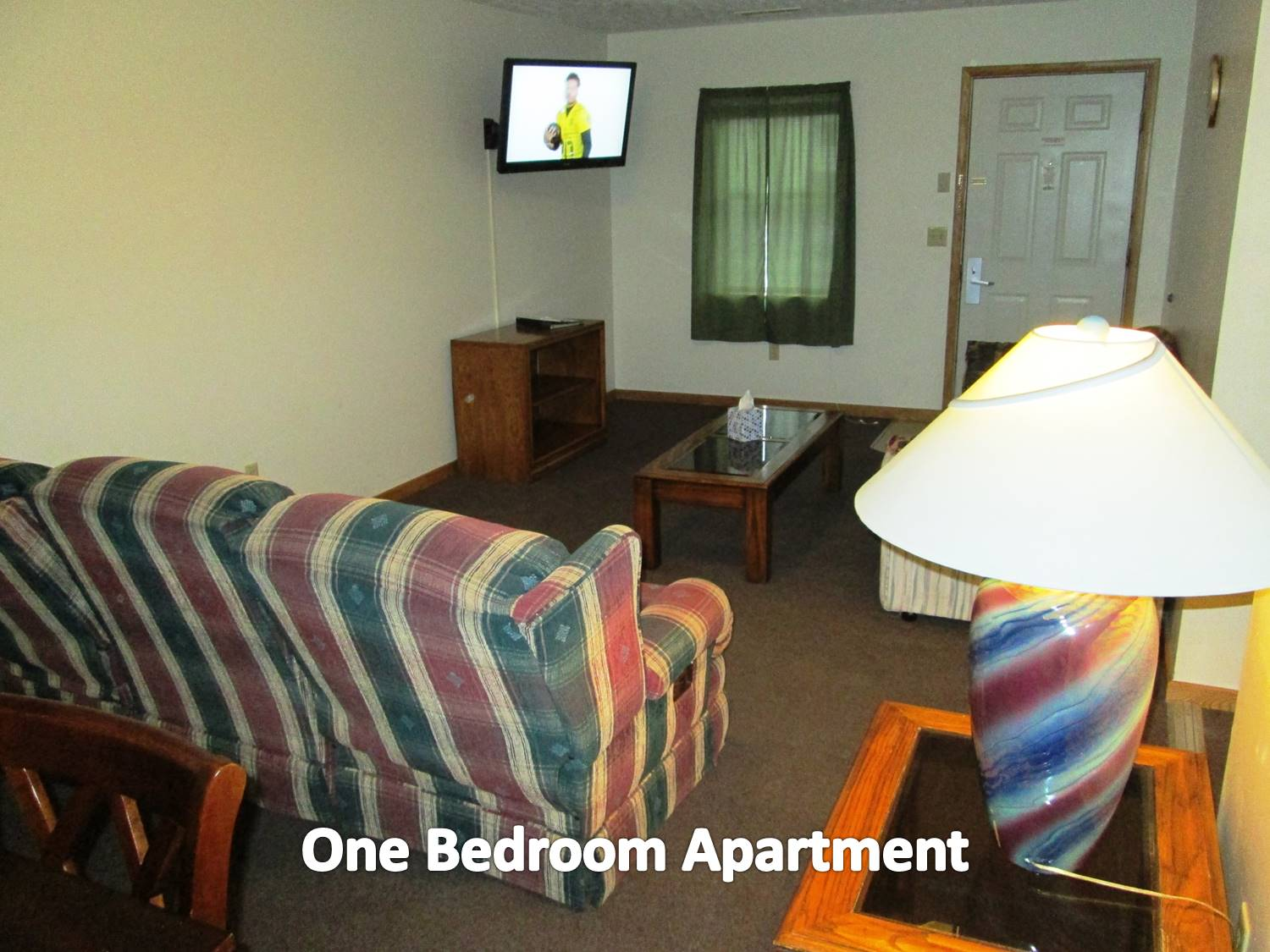 1 bedroom apartment with queen bed, kitchen. lving room with pullout sofa.